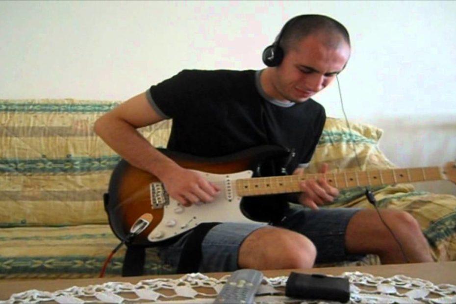 RHCP - Scar Tissue solo live at La Cigale
